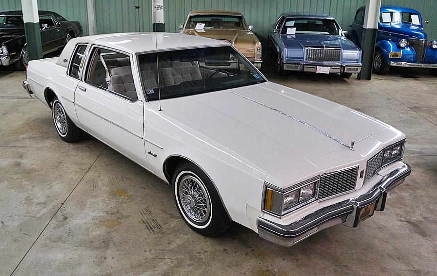 Oldsmobile Delta 88 Royale Brougham